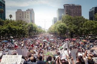 800px-Marcha_Anti_Peña_10_de_Junio _2012_(7174081165)